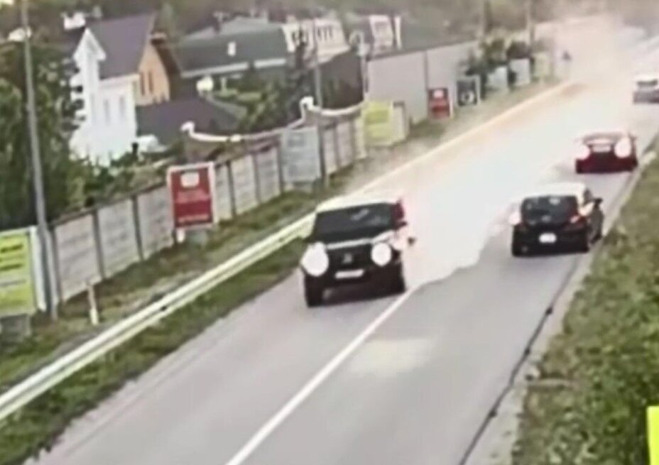 На Обухівщині Mercedes протаранив автомобіль (відео)