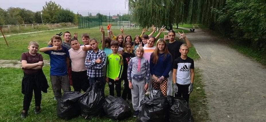 На Обухівщині школярі долучились до Всесвітнього дня прибирання