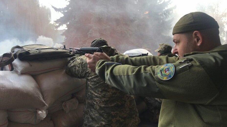 Вибухи та постріли в Обухові: «диверсанти» захоплювали будівлю РДА (відео)