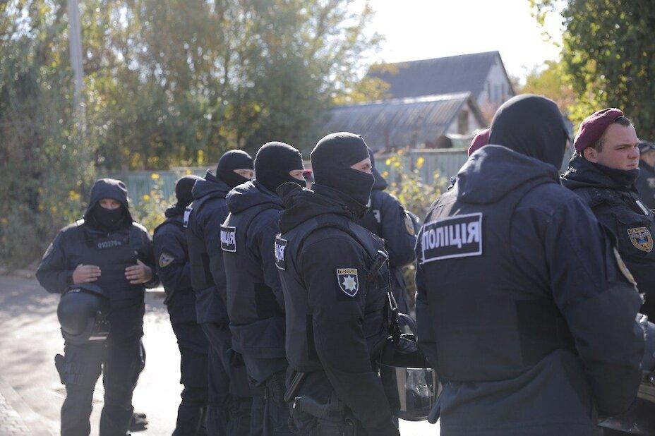 60 обухівських поліцейських охороняли маєток Порошенка